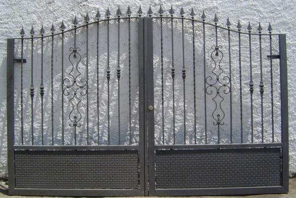 Puerta metálica de forja